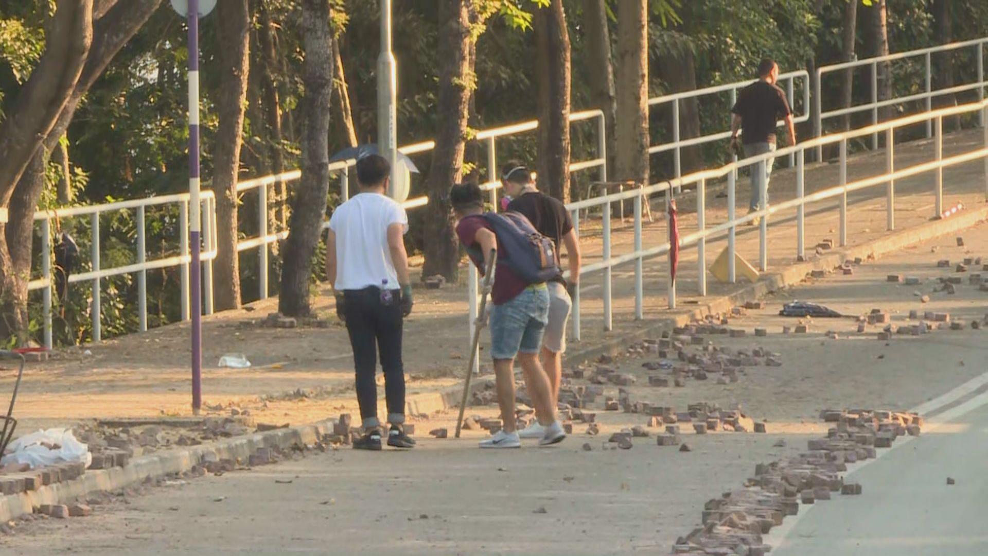 中大校方評估校園損毀程度 學生舊生助清理