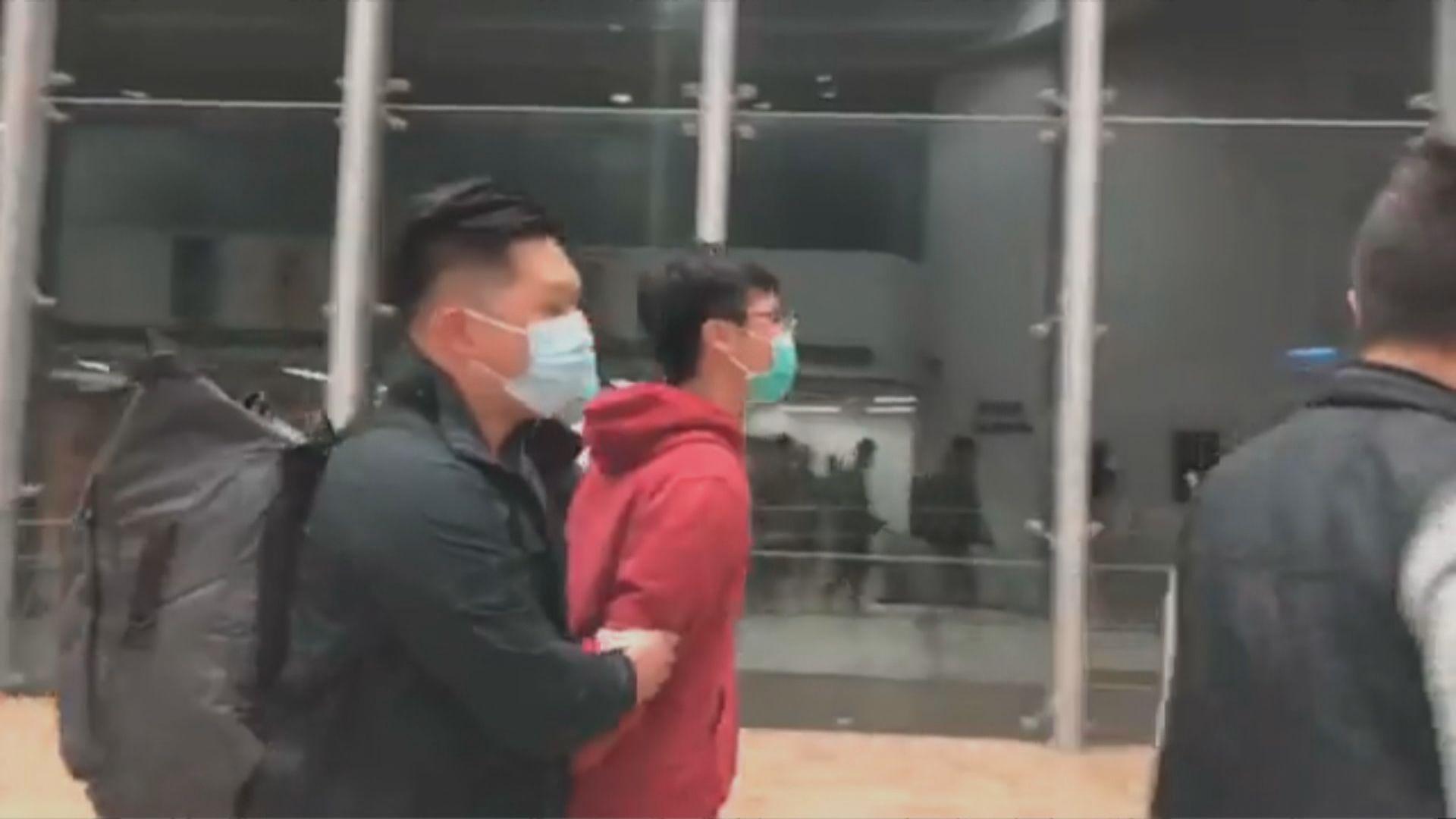 警方拘捕三名中大學生並進入校園搜證