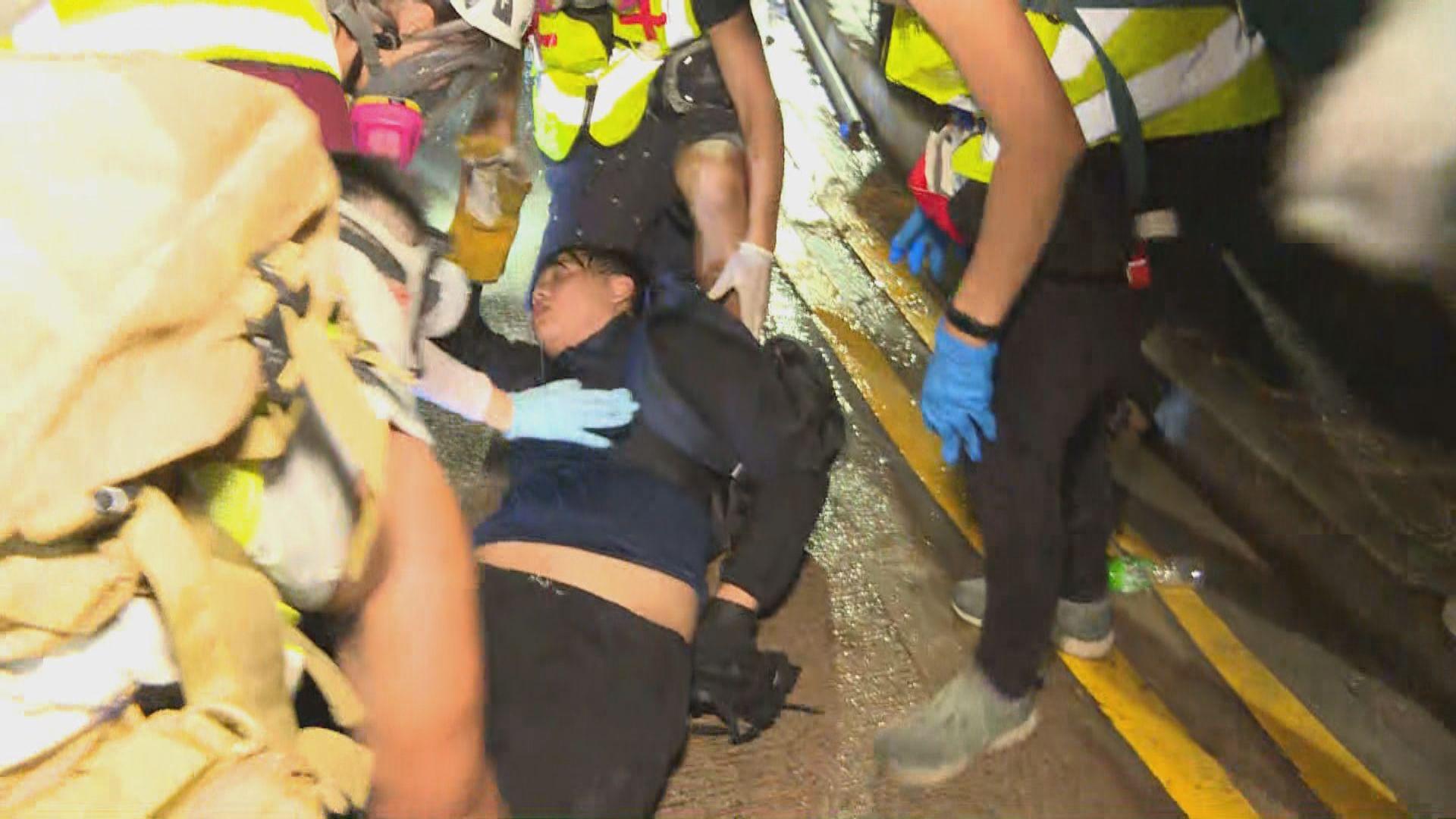 警方中大施放催淚彈 多名學生混亂中受傷