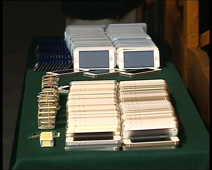 海關檢獲走私電子產品拘14人