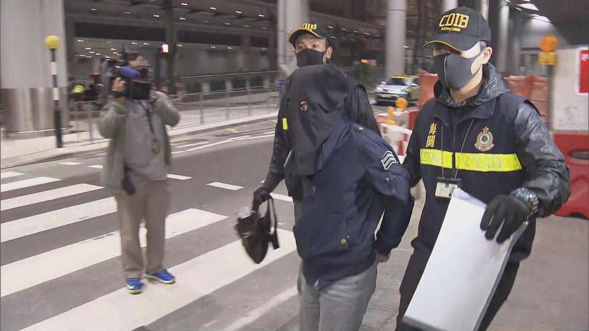 海關機場檢獲懷疑大麻花郵包 收貨人被捕