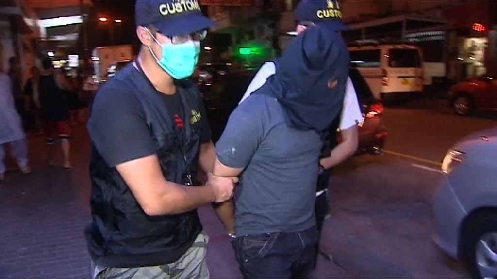 海關拘三男子涉走私香煙