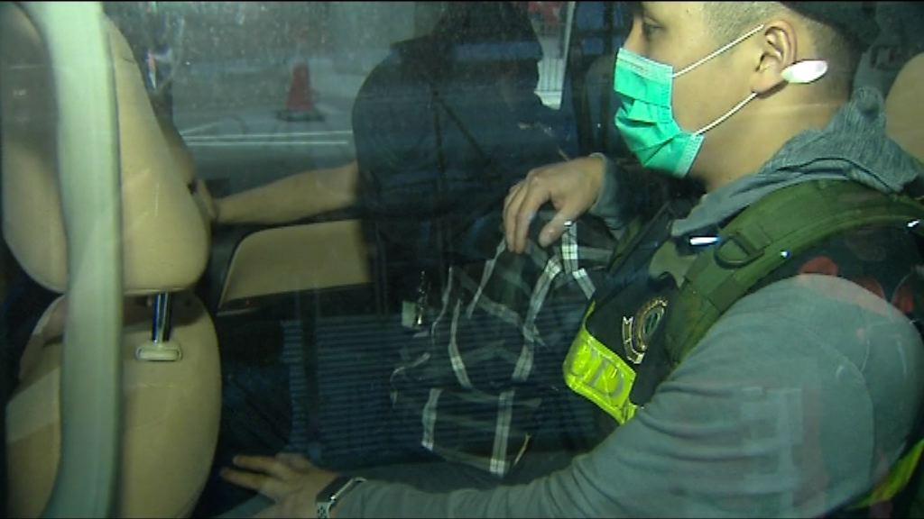 海關機場檢獲懷疑冰毒拘一男子