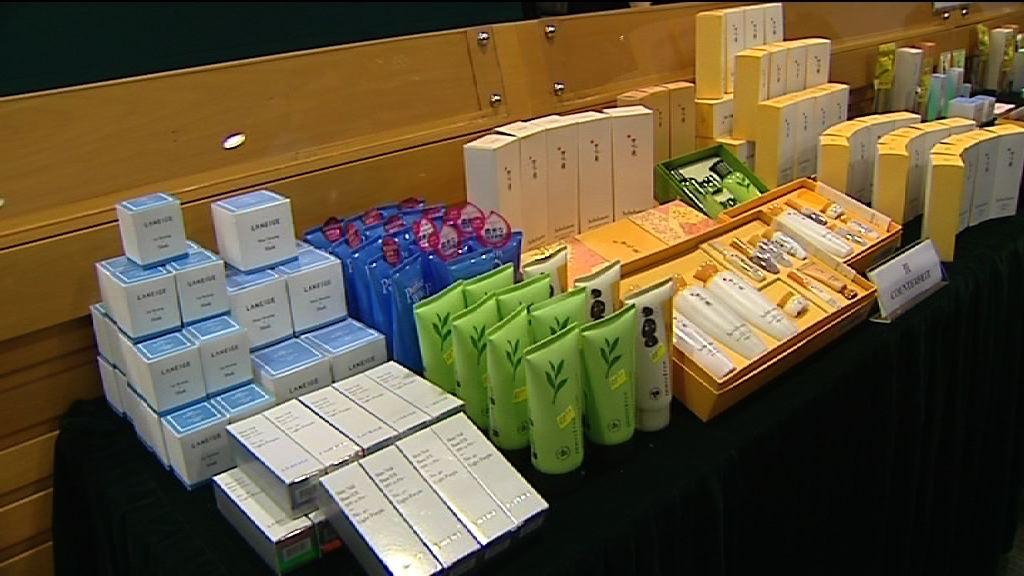 海關檢逾700件冒牌化妝品拘9人
