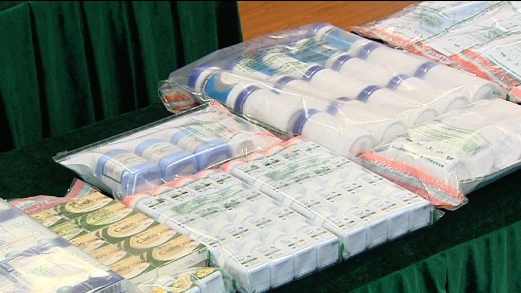 海關檢逾十萬粒冒牌及受管制藥物 拘14人