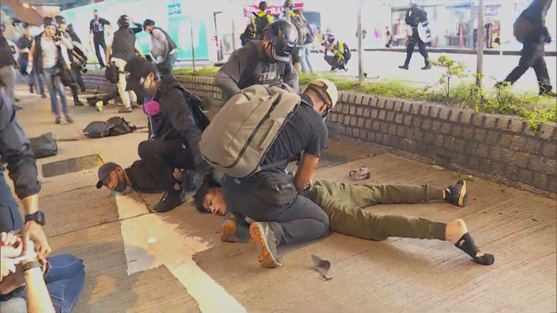 警方未有回應是否刻意以示威者打扮方便拘捕