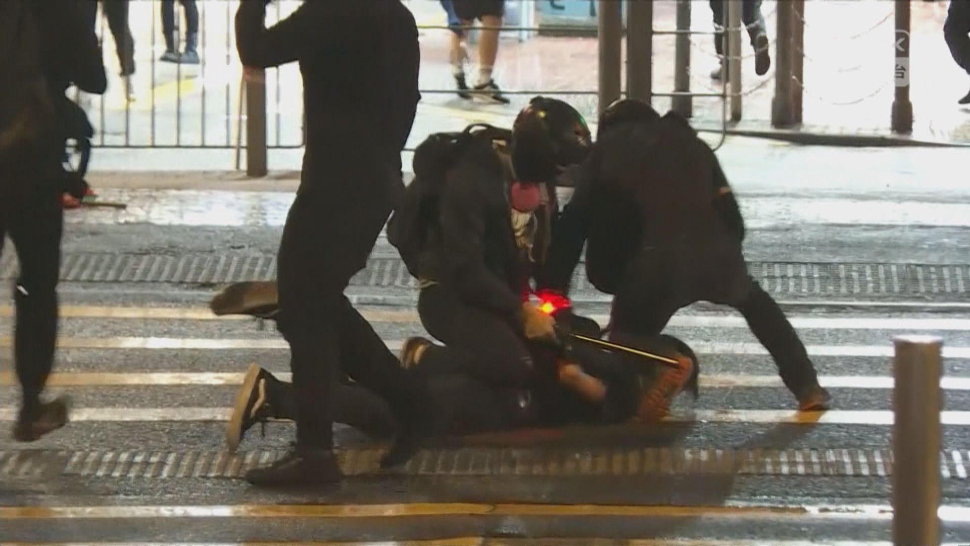 喬裝示威者警員在維園附近拘捕多人