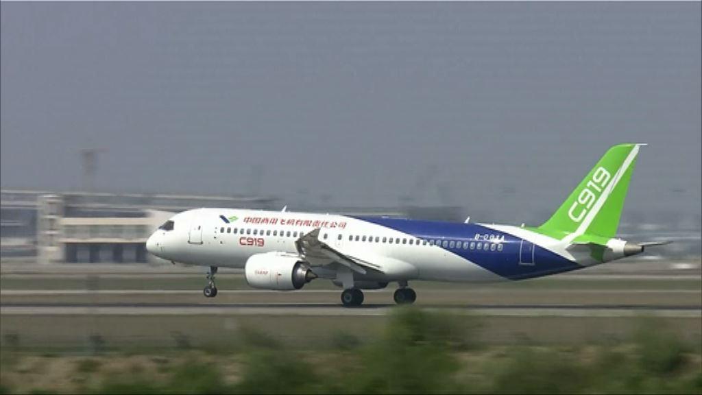 首架國產客機浦東試飛 國泰港龍航班受影響
