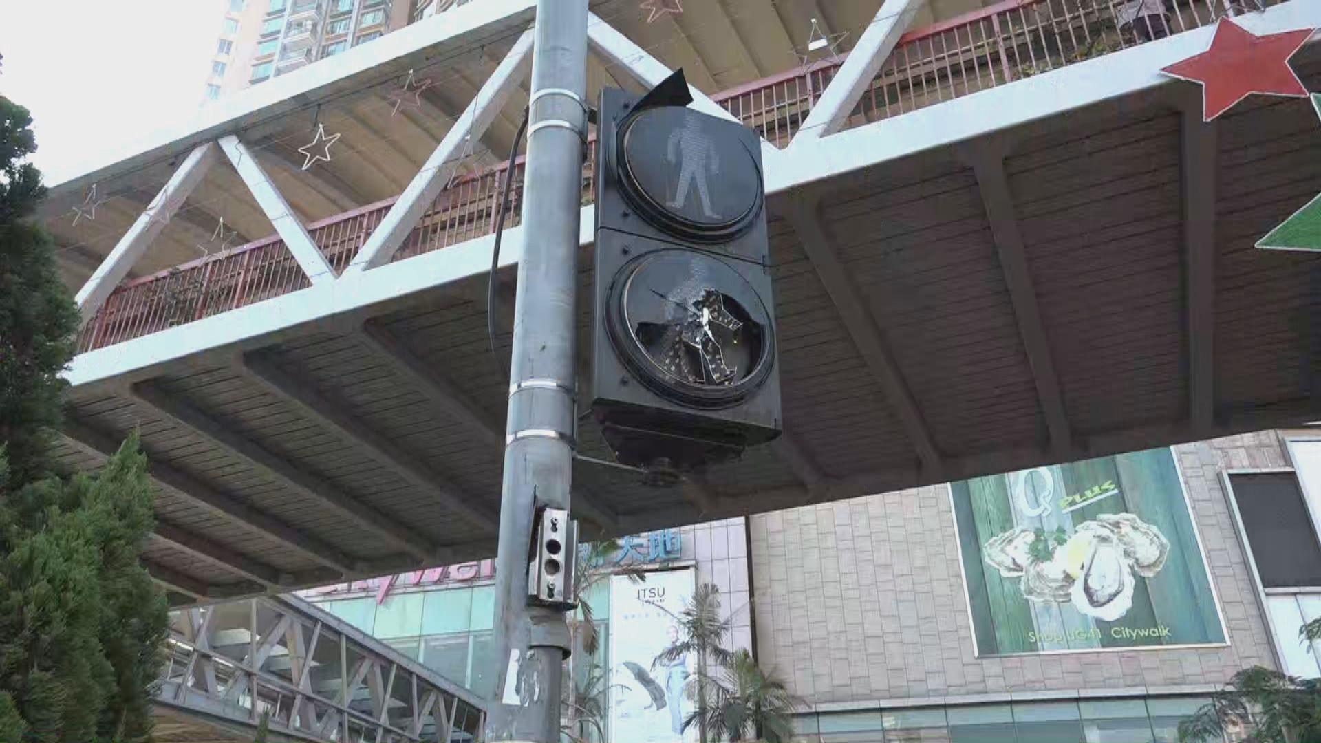 荃灣一帶示威過後交通燈失靈店舖受破壞