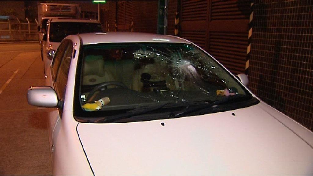 葵涌三私家車遭刑毀玻璃碎裂