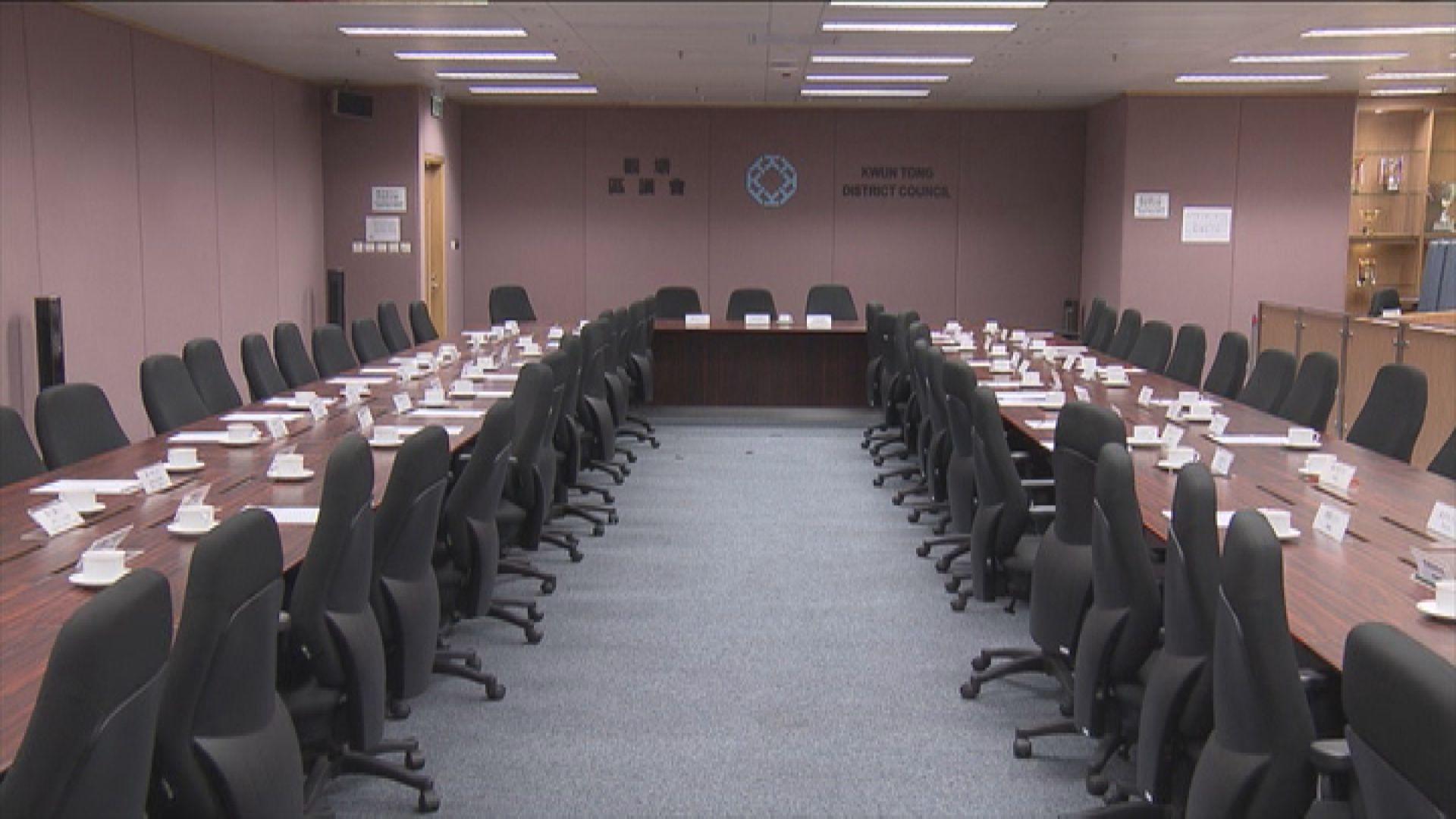政府暫停區議會會議場地及秘書服務