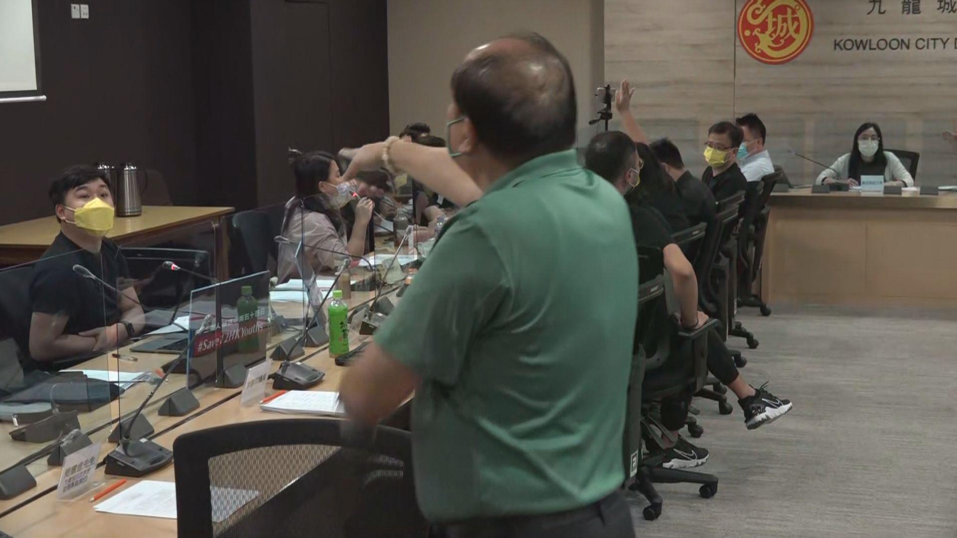 九龍城區議會刪除晤鄧炳強議程 有議員提出質疑被逐