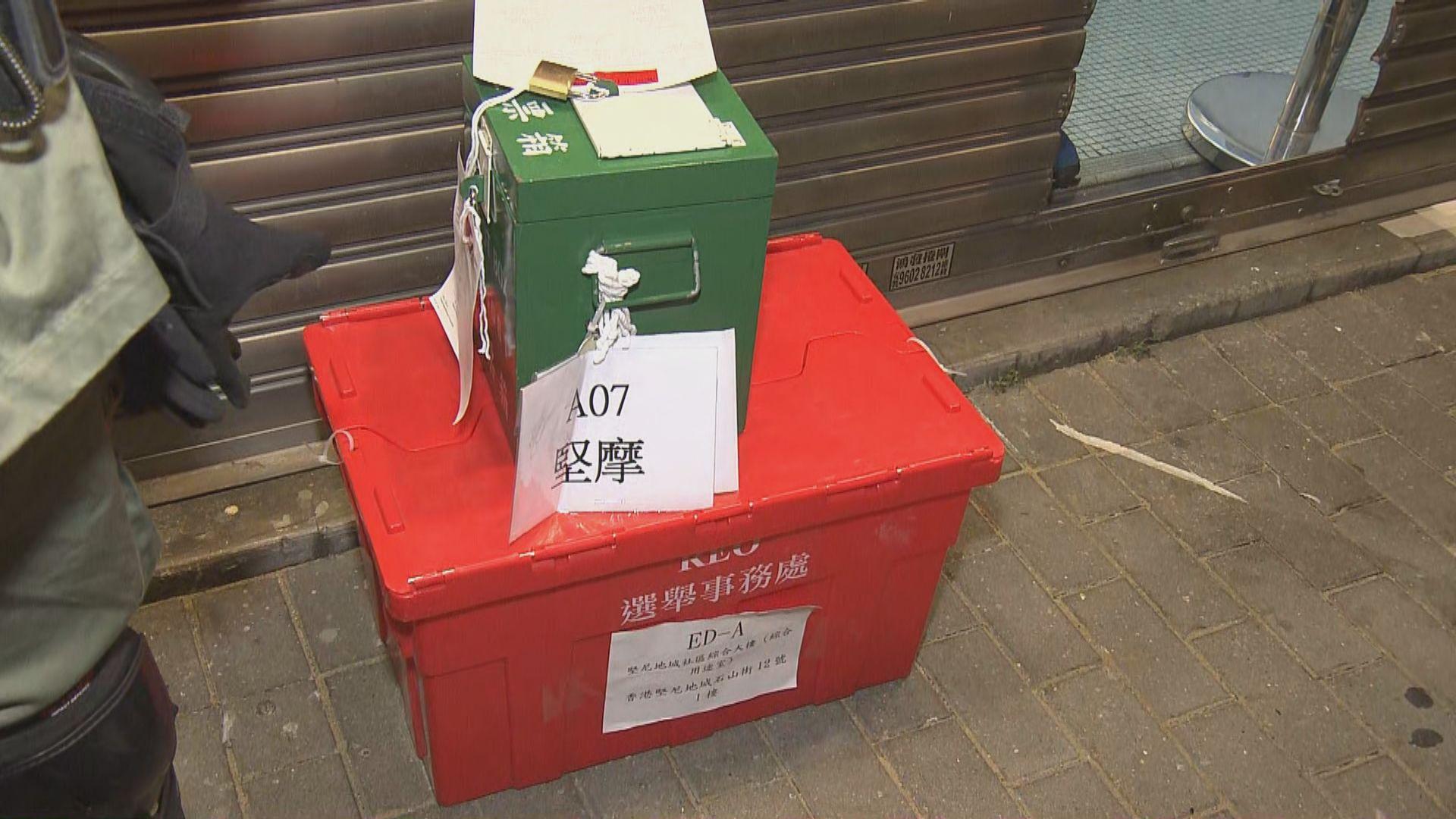堅摩選區有票箱在關站後運到引起市民不滿