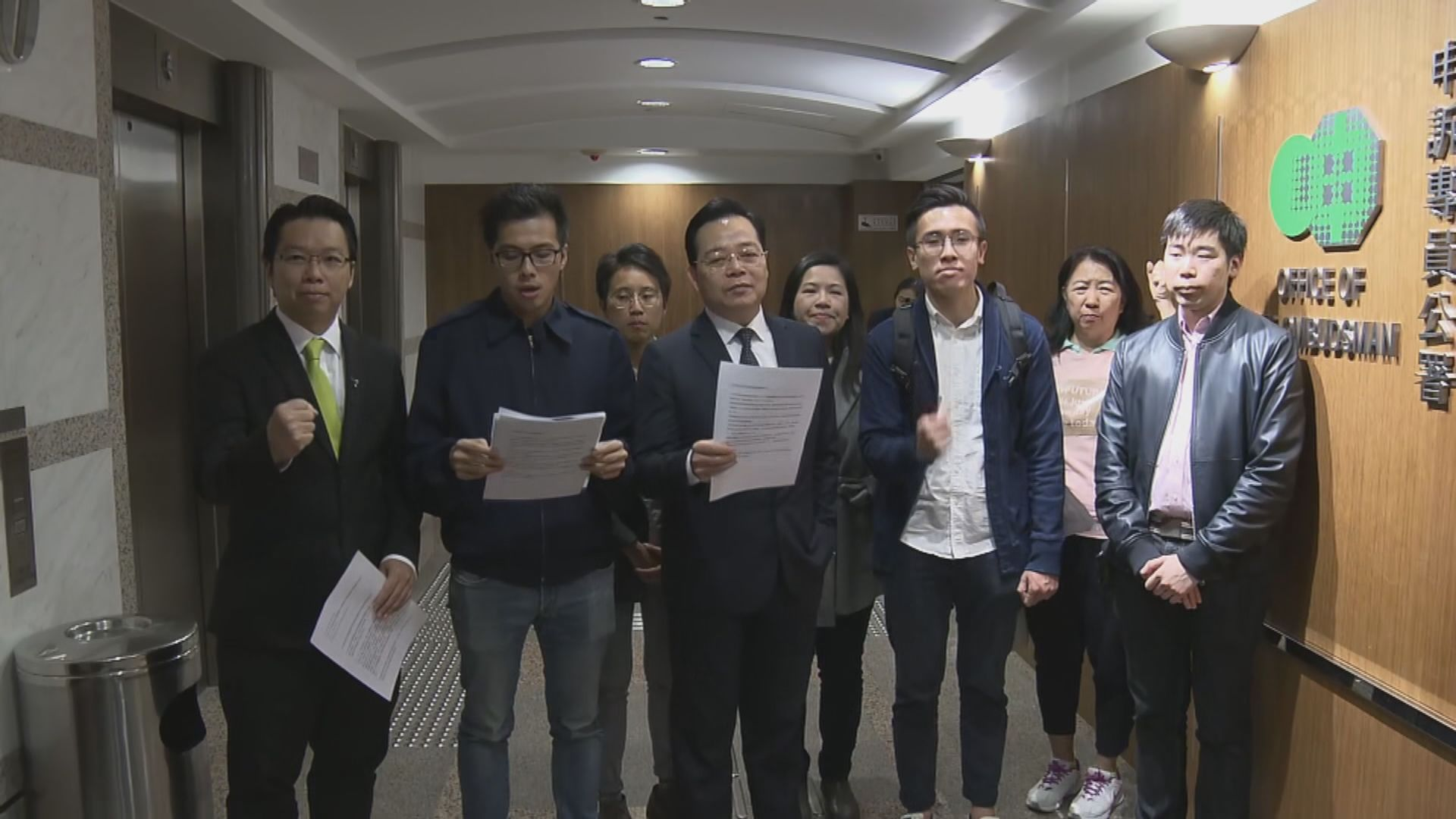 民主派向申訴專員公署投訴官員會議期間拉隊離場