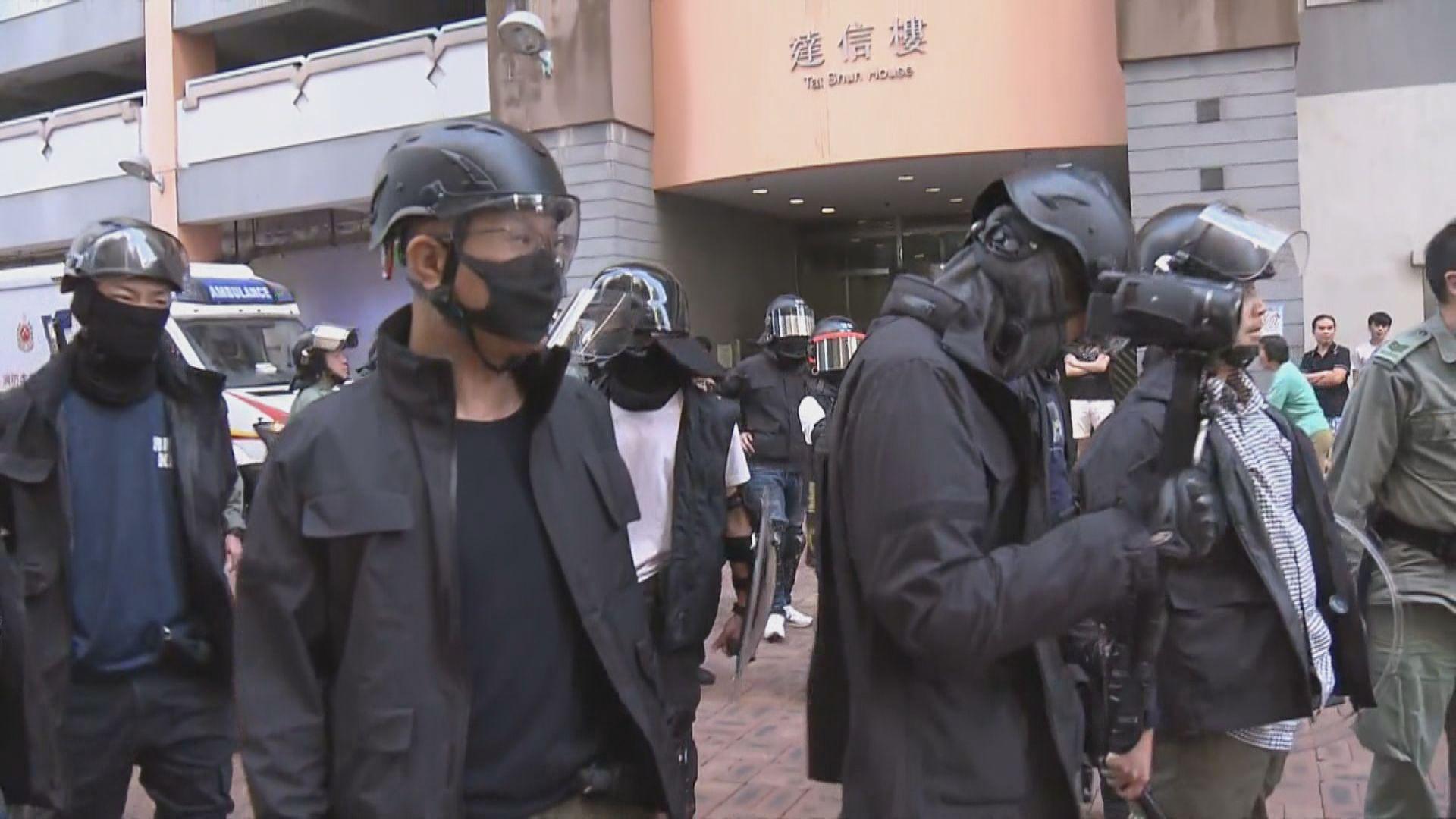 觀塘寶達選區有人爭執 大批防暴警察到場