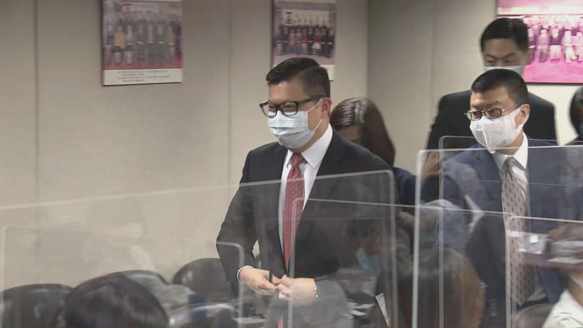 鄧炳強出席灣仔區議會會議