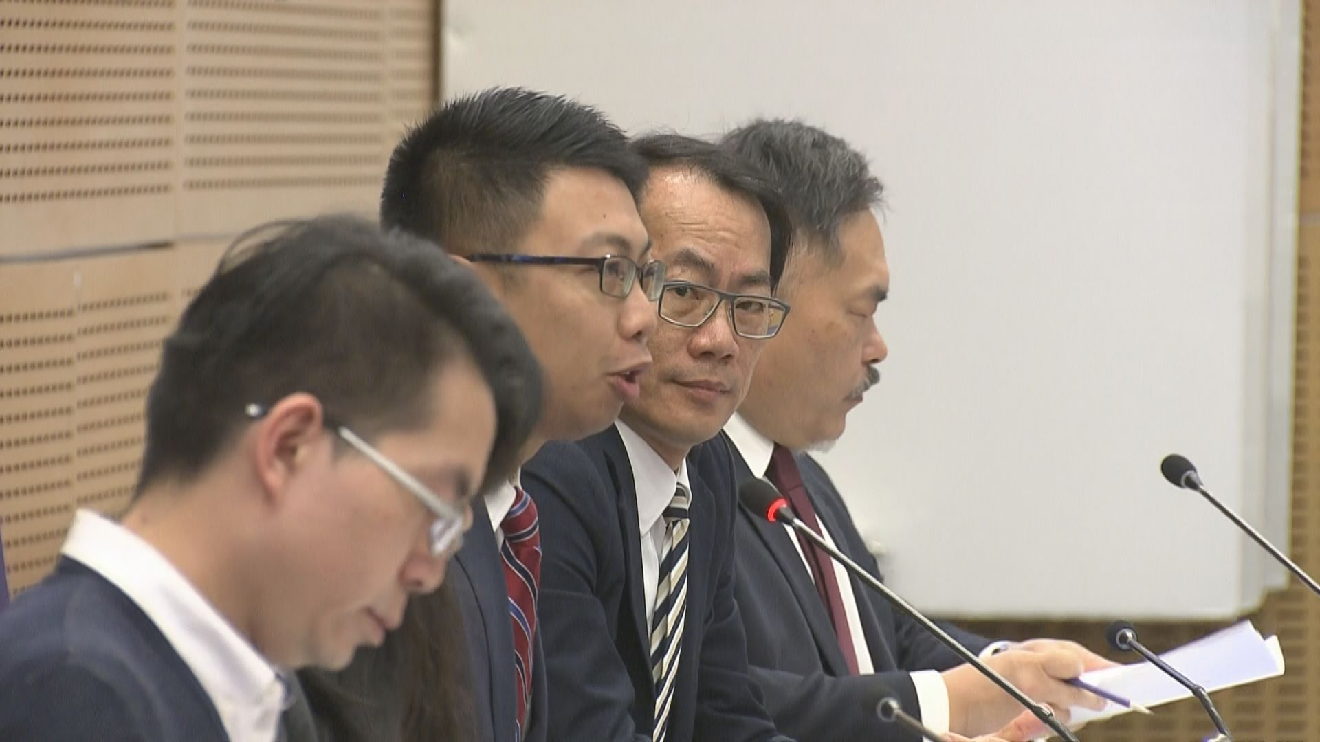 西貢及中西區議會開會 民主派包攬正副主席