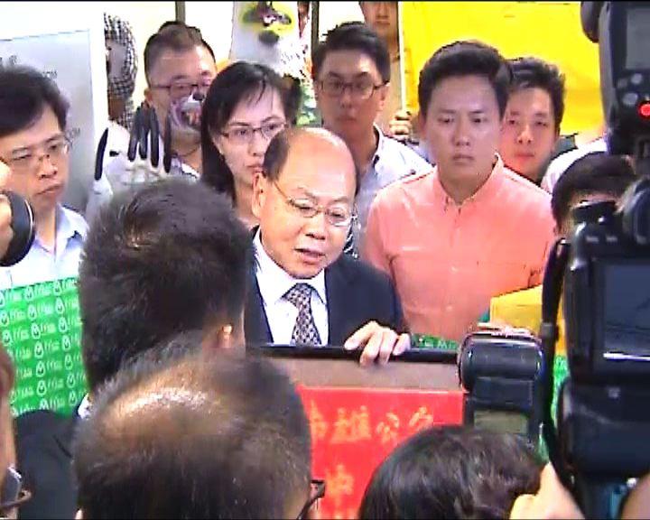 建制泛民區議會爭辯警方執法