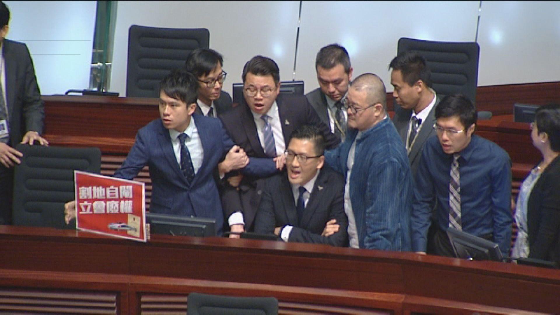 林卓廷尹兆堅接預約拘捕