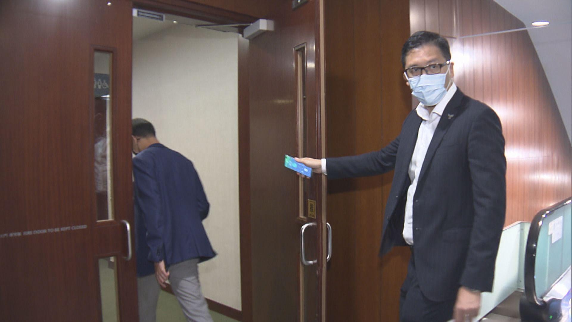 多名民主派議員約見梁君彥 不滿「剪布」手法