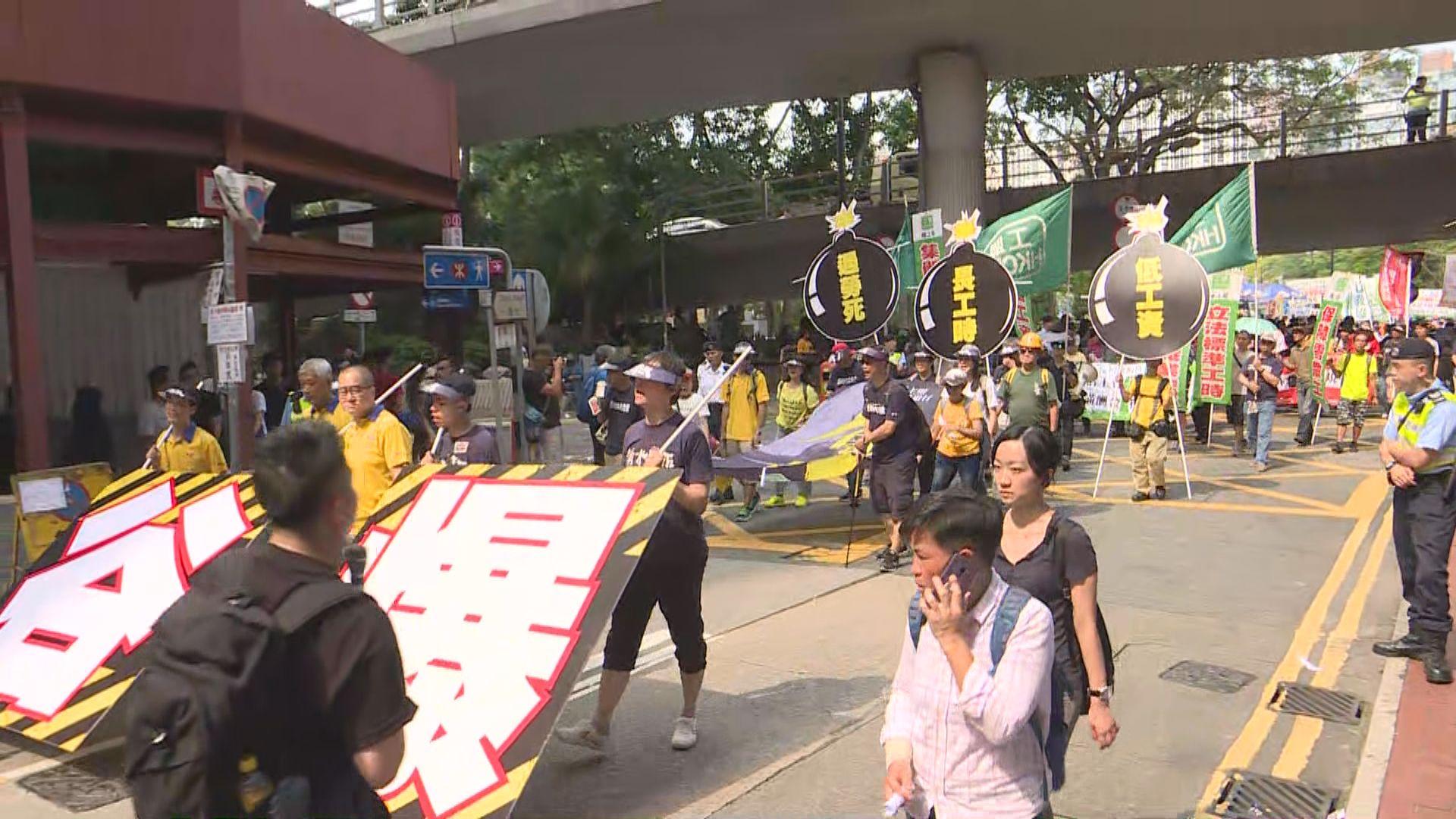 職工盟發起遊行爭取最低工資一年一檢等訴求