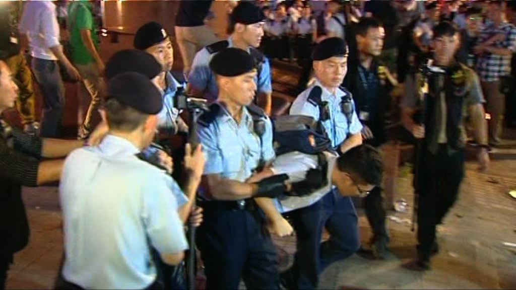 金紫荊廣場抗議 警方拘26人涉公眾妨擾罪
