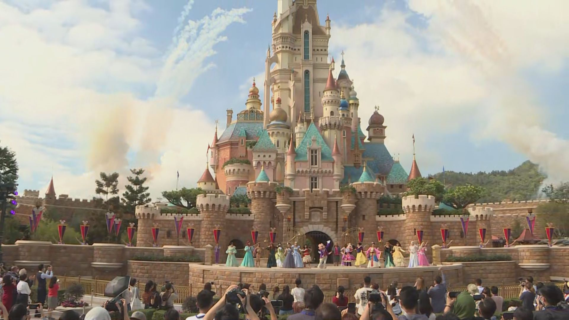 迪士尼樂園城堡翻新完成 周六向遊客開放