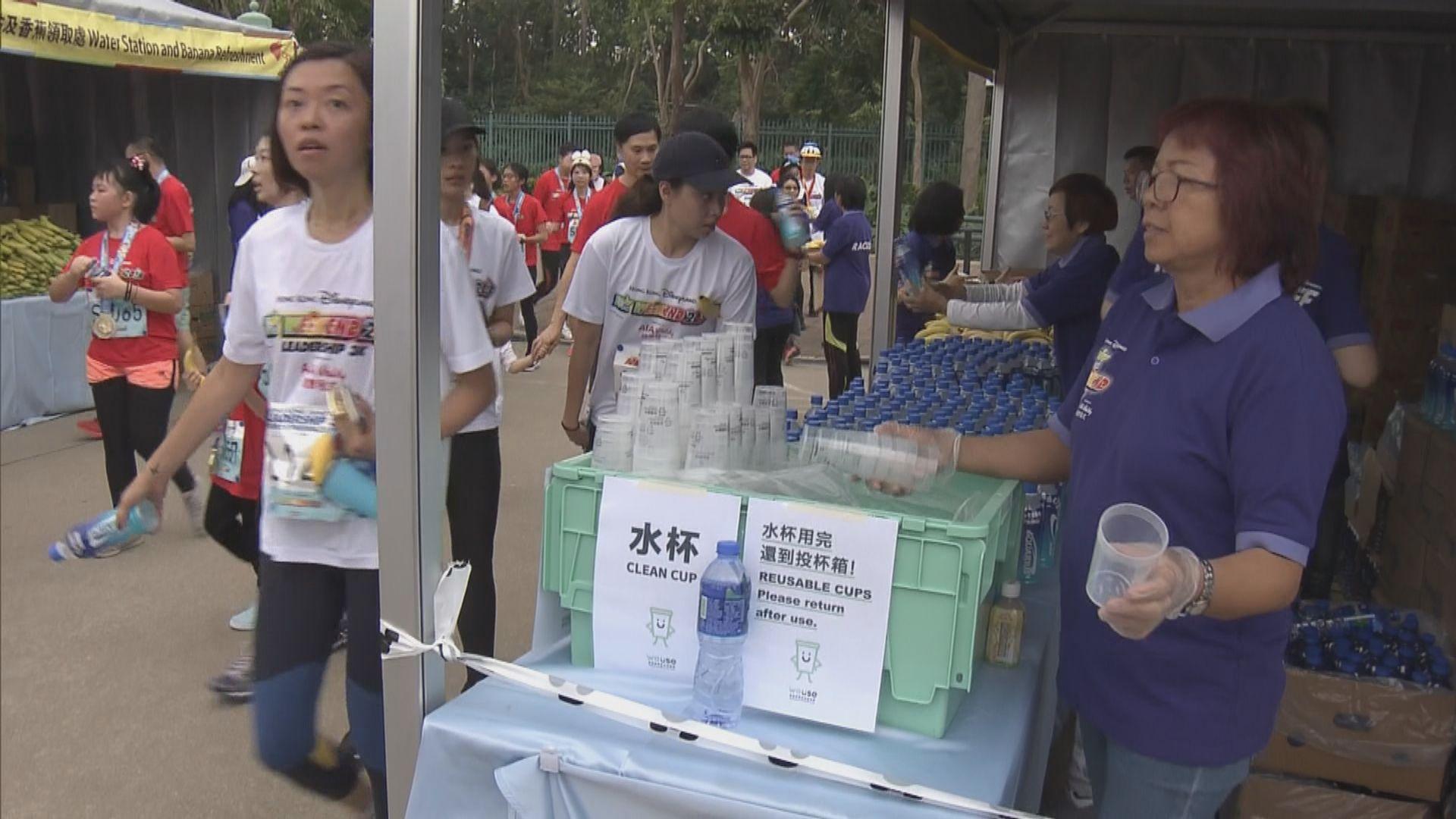 迪士尼跑步活動提供可回收膠杯 鼓勵源頭減廢