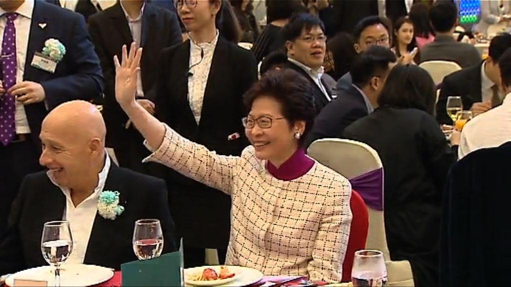 林鄭月娥向民主黨捐款三萬元