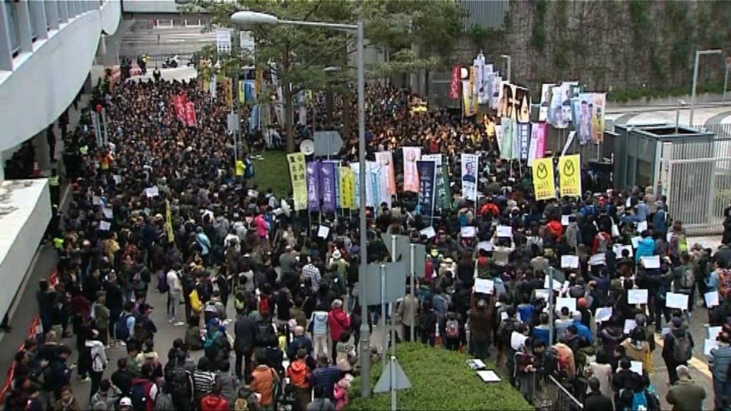 市民集會反對無理取消周庭資格