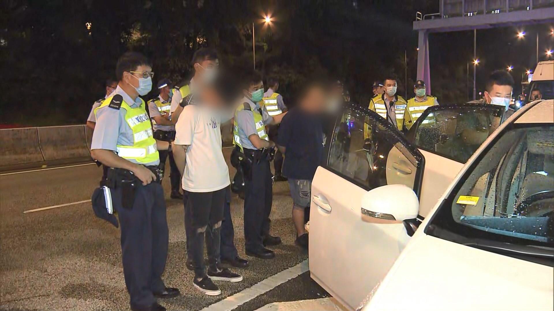 警方荃灣截可疑車檢毒品拘三男女