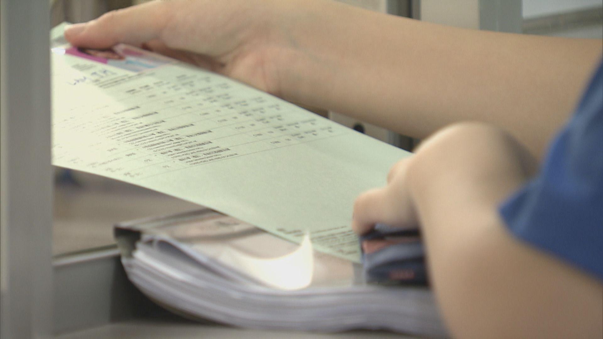 有中學向應屆考生派發新准考證