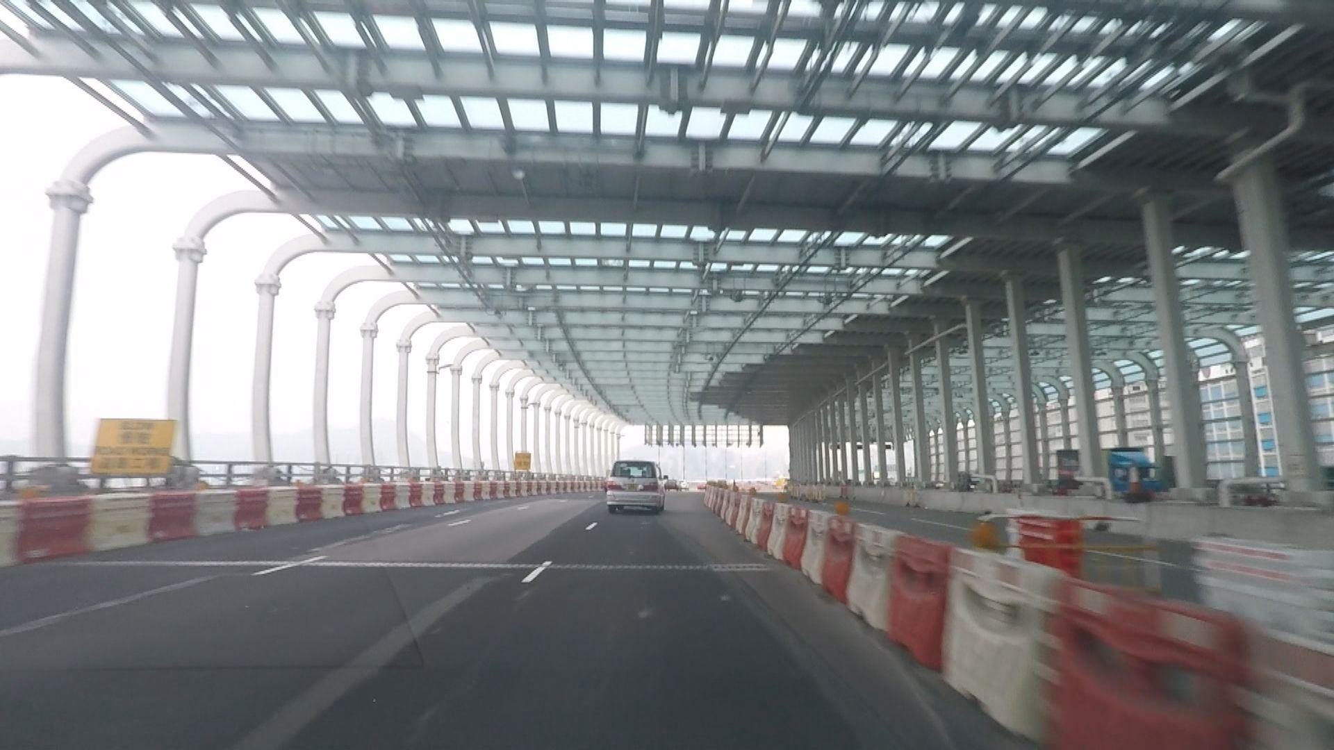 政府同意取消東廊興建花槽 維持行車線數目