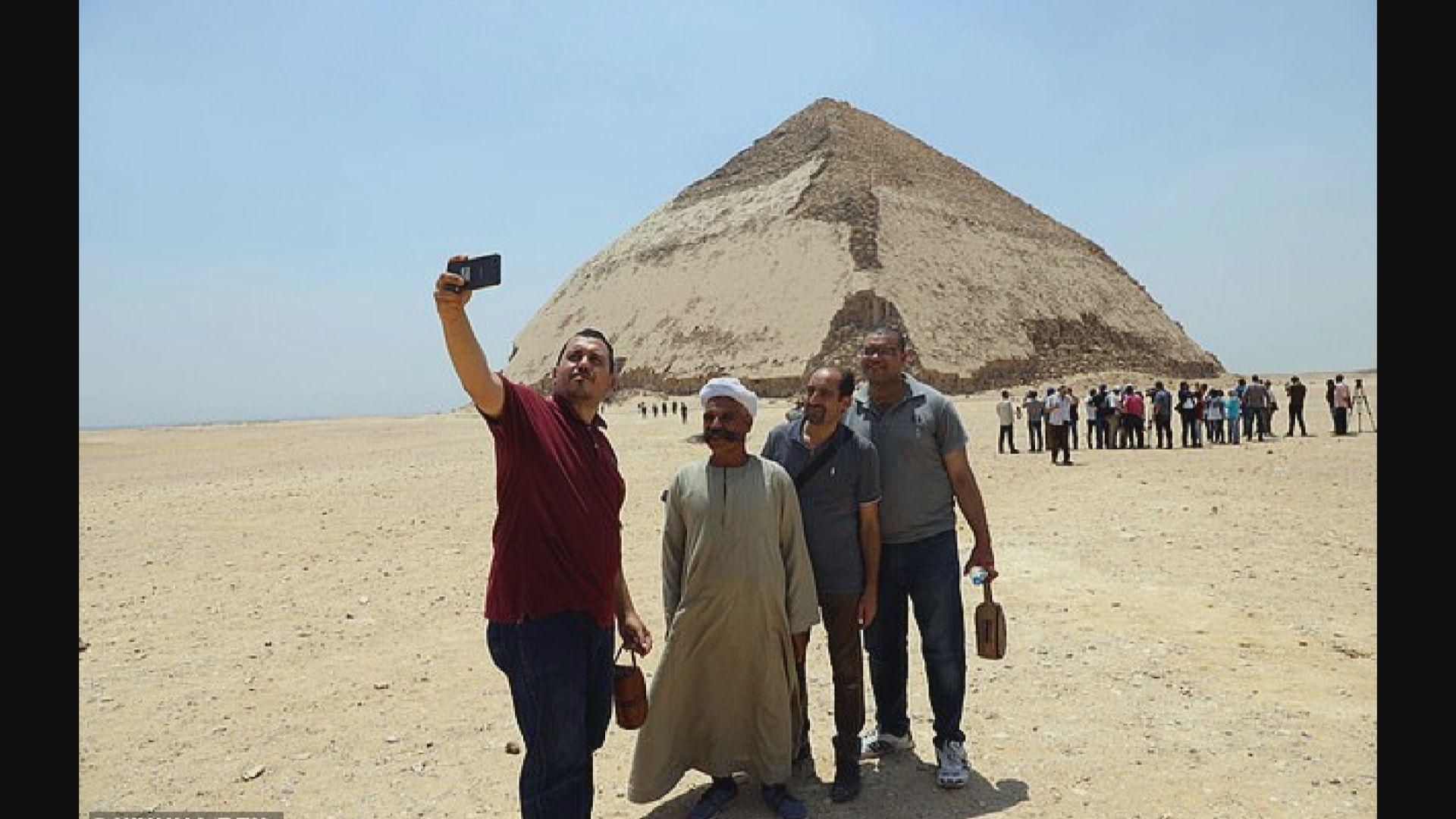 埃及開放彎曲金字塔給遊客參觀