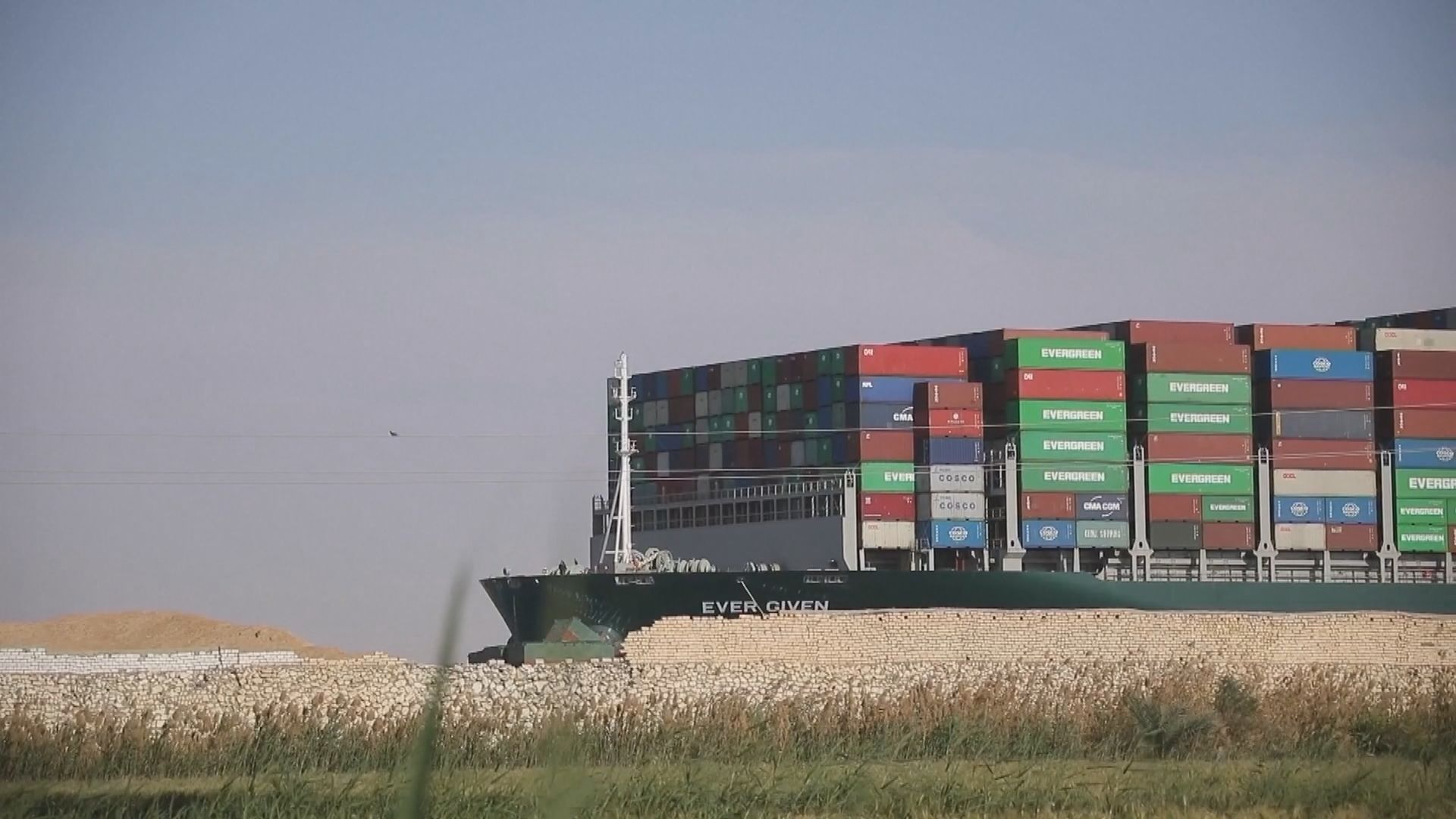 埃及法院頒令扣押一度擱淺蘇彝士運河貨輪長賜號