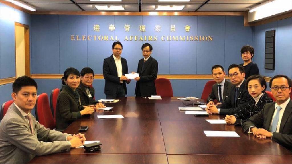 泛民主派議員與選舉管理委員會會面