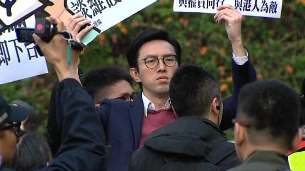 社民連成員趁林鄭投票到場示威