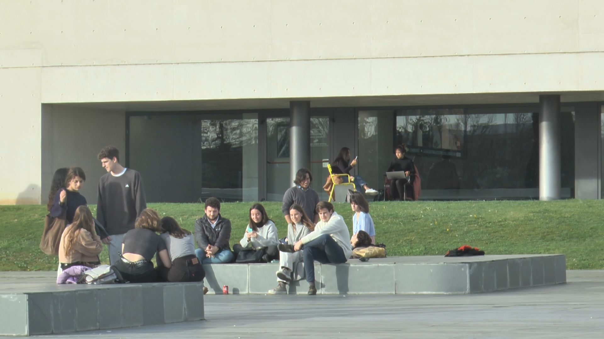 有留學生因歐洲疫情嚴重搶機票返港