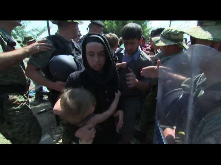 大批難民續由希臘湧入馬其頓