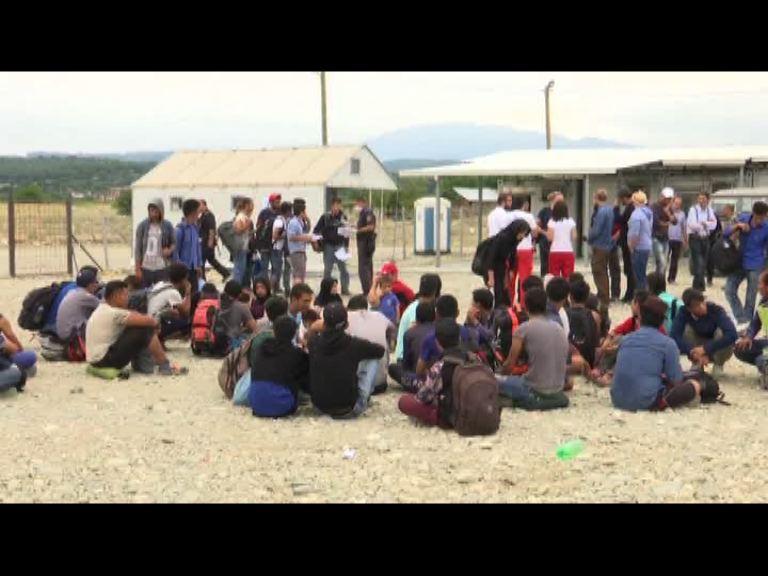 再有數千難民經馬其頓前往西歐