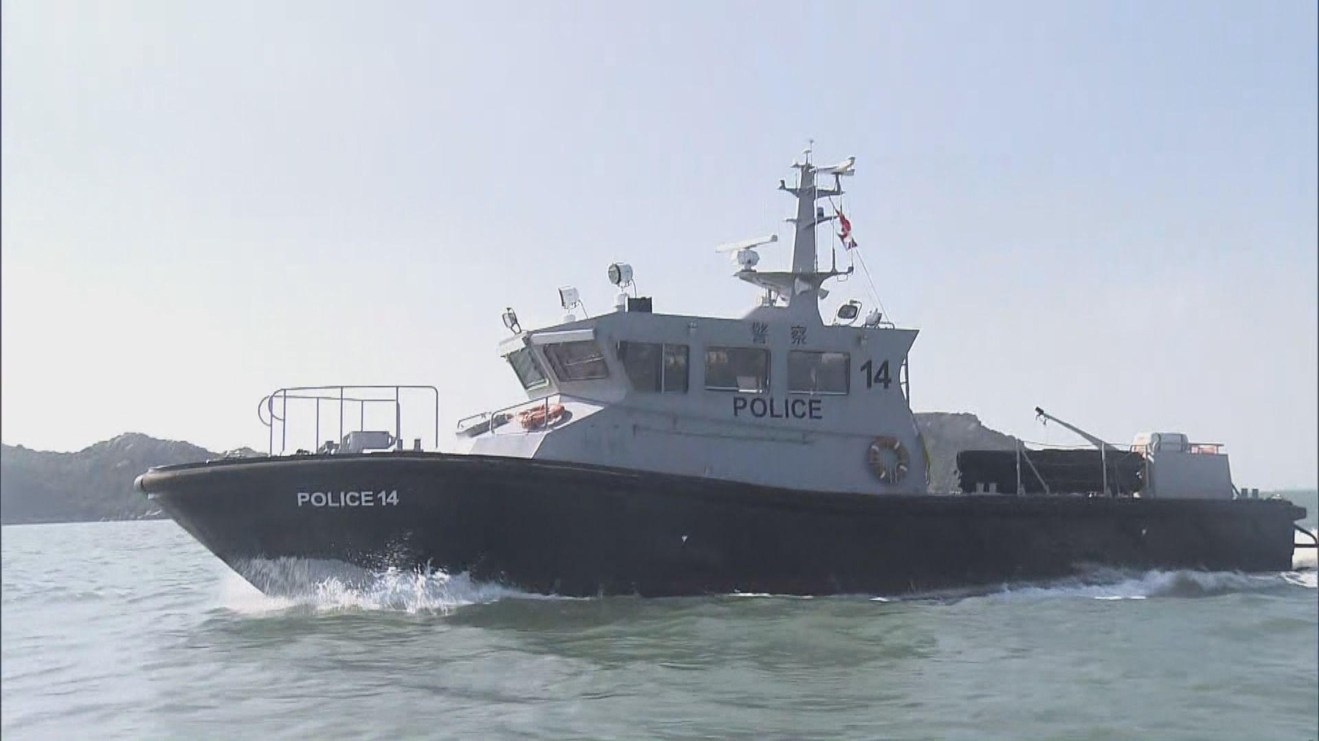警方吊起翻側水警快艇 繼續搜索失蹤女警