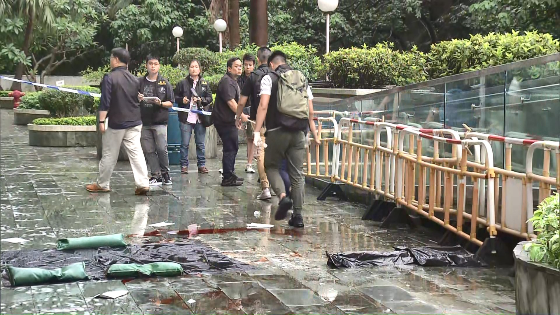 青衣墮鐵架擊斃女途人 男子涉誤殺被捕