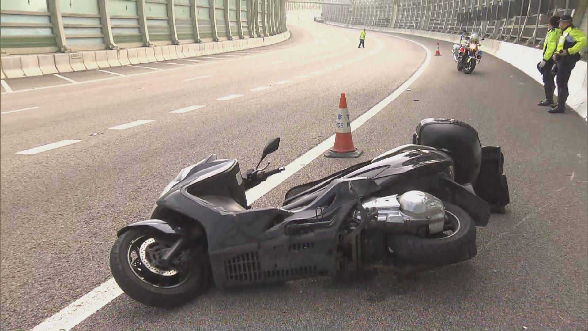 屯門公路致命車禍 電單車司機撞壆傷重不治