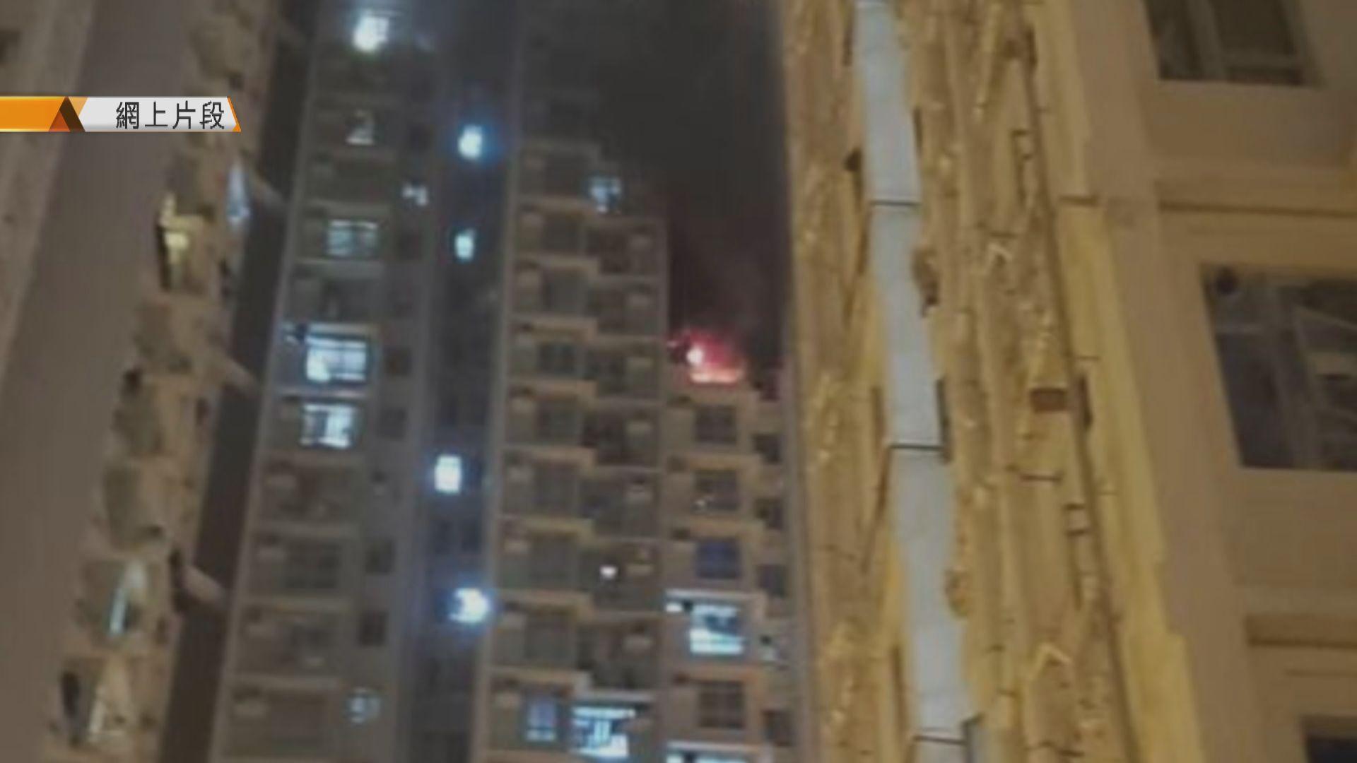 啟晴邨一個單位着火 逾四百居民疏散