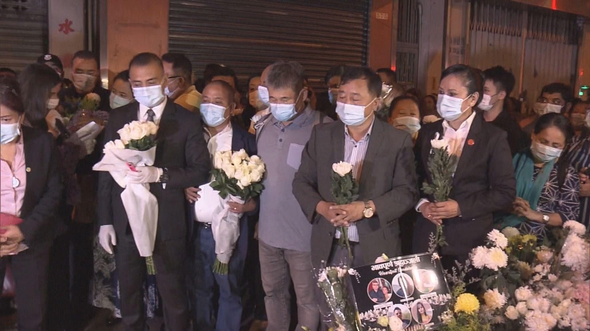 過百人到油麻地唐樓大火現場悼念