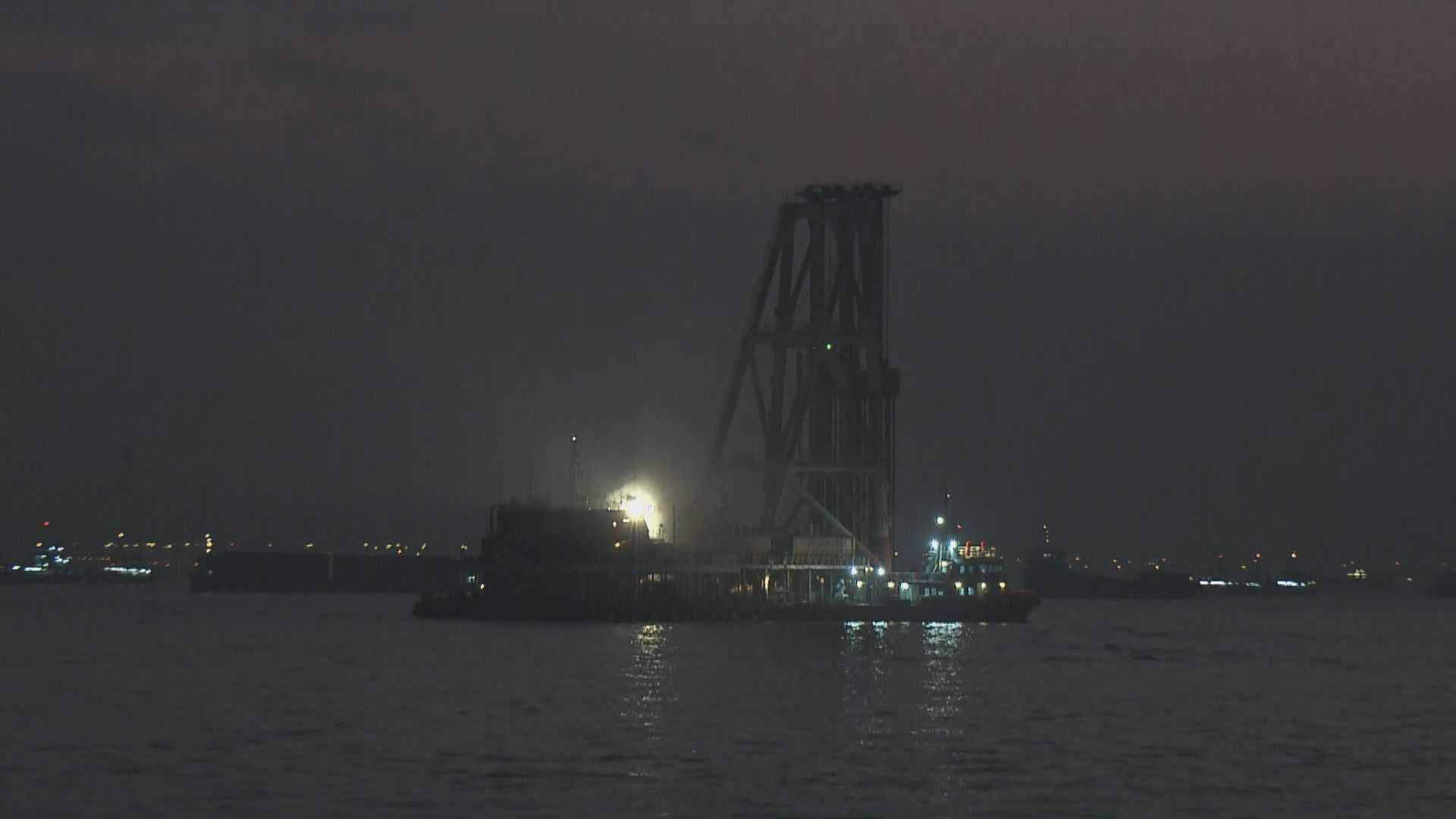 躉船屯門對開海面起火 約四小時後救熄