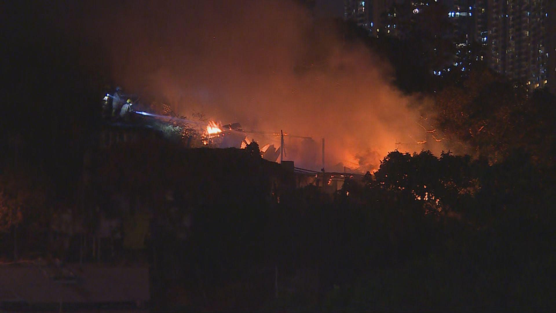 沙田下禾輋村屋起火 八人自行疏散