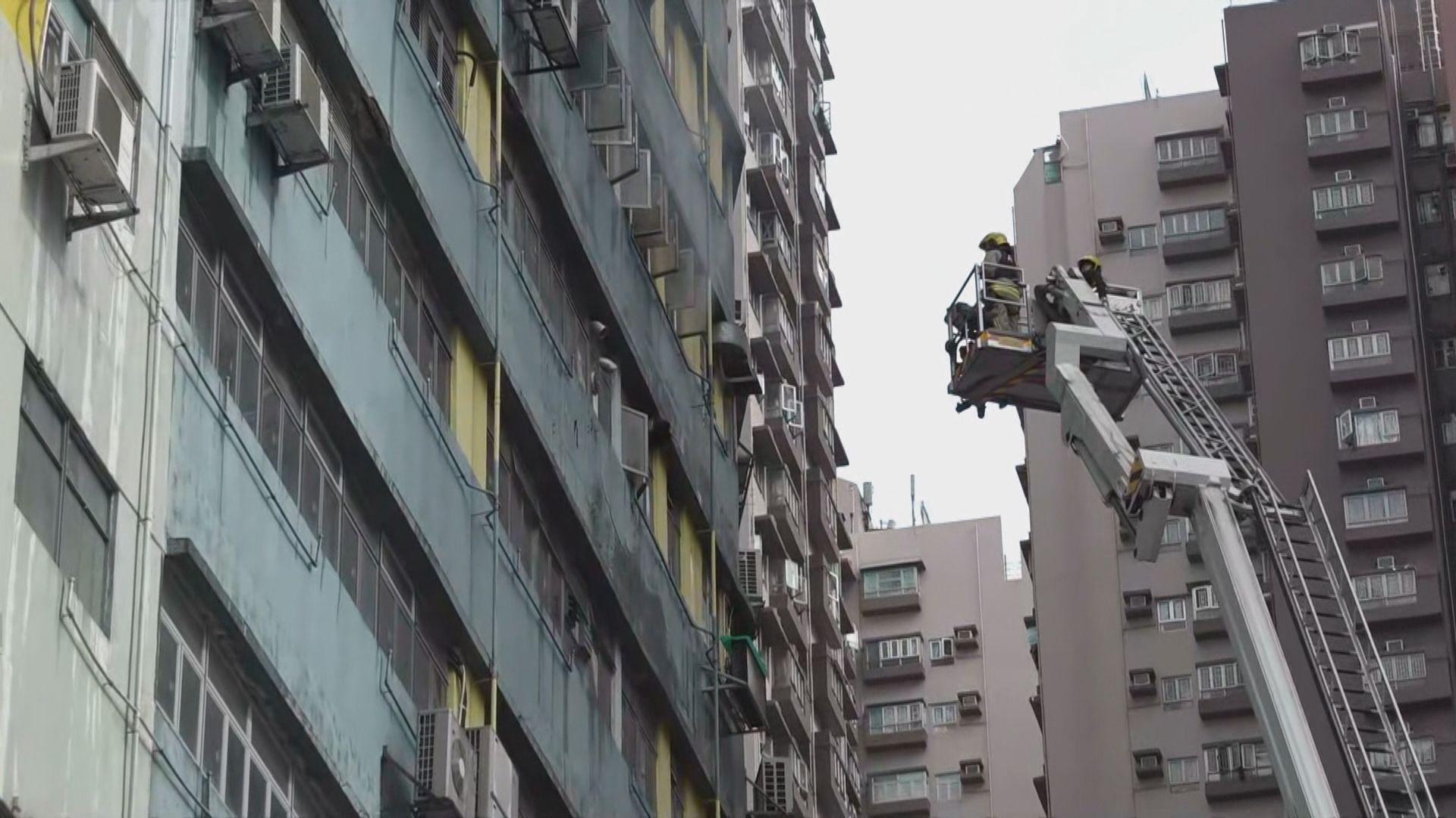 屯門工業大廈火警 三人疑吸入濃煙不適送院