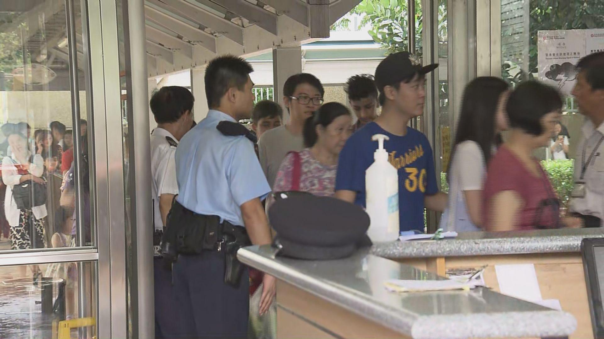 天恒邨單位火警期間約一百人疏散到地下
