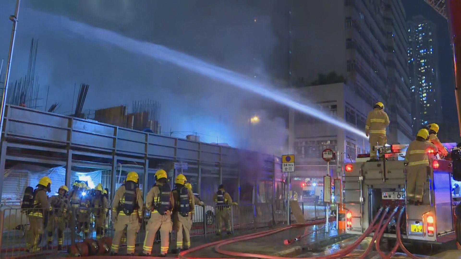 荃灣地盤四級火焚燒逾七小時後救熄